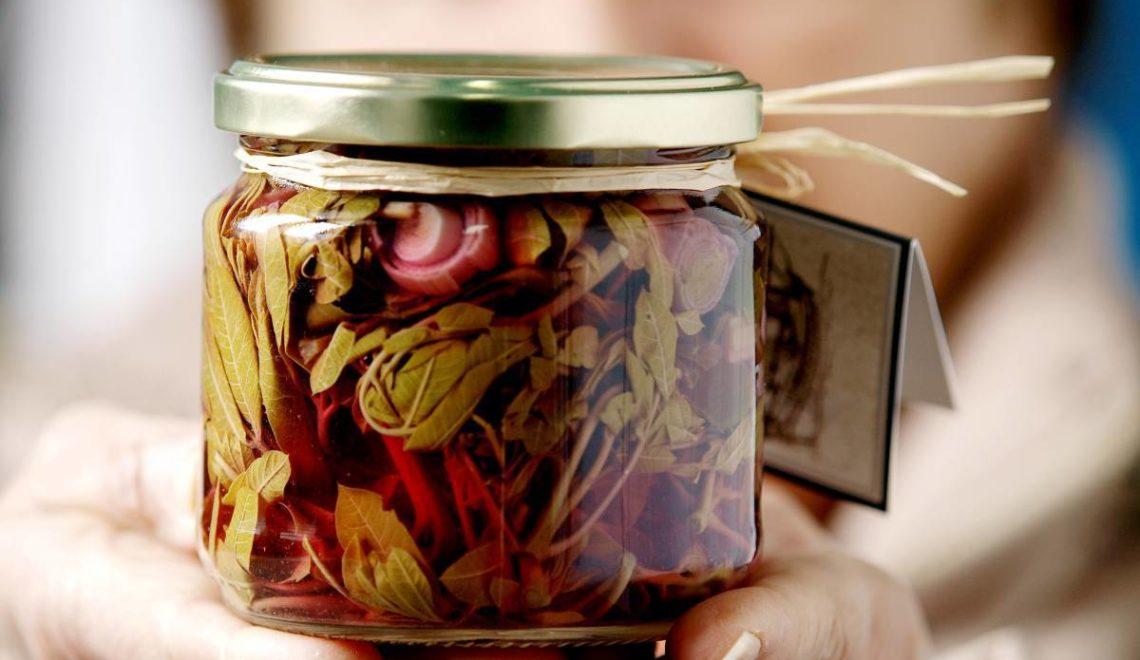 Τσιτσίραβλα, τσίπουρα και  η χαρά του τροφοσυλλέκτη στην άκρη του Πηλίου