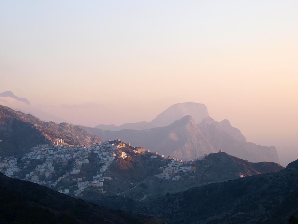 Η Όλυμπος μέσα στα βουνά  στη βόρεια Κάρπαθο