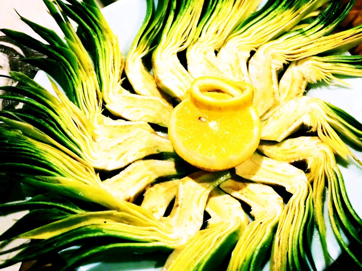 Ο καλύτερος μεζές για τη ρακή: ωμή αγκινάρα.
