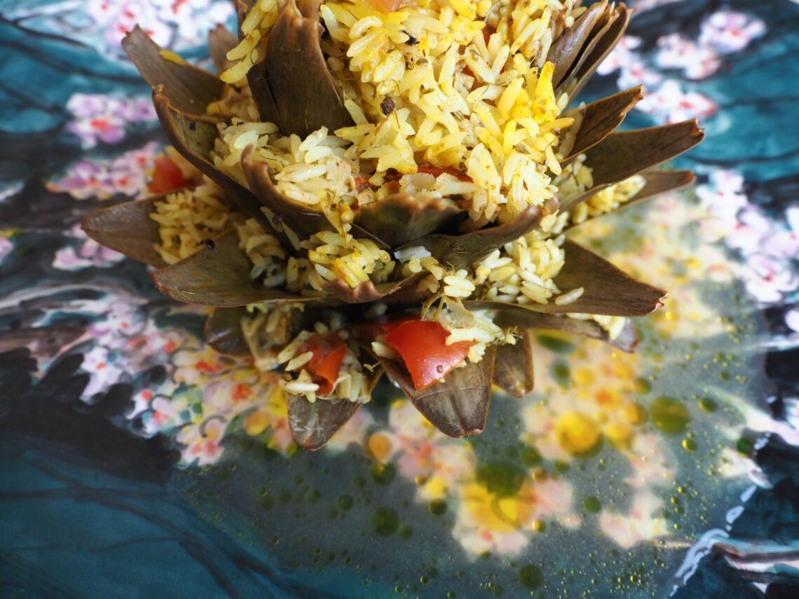 Αγκινάρες γεμιστές με ρύζι.
