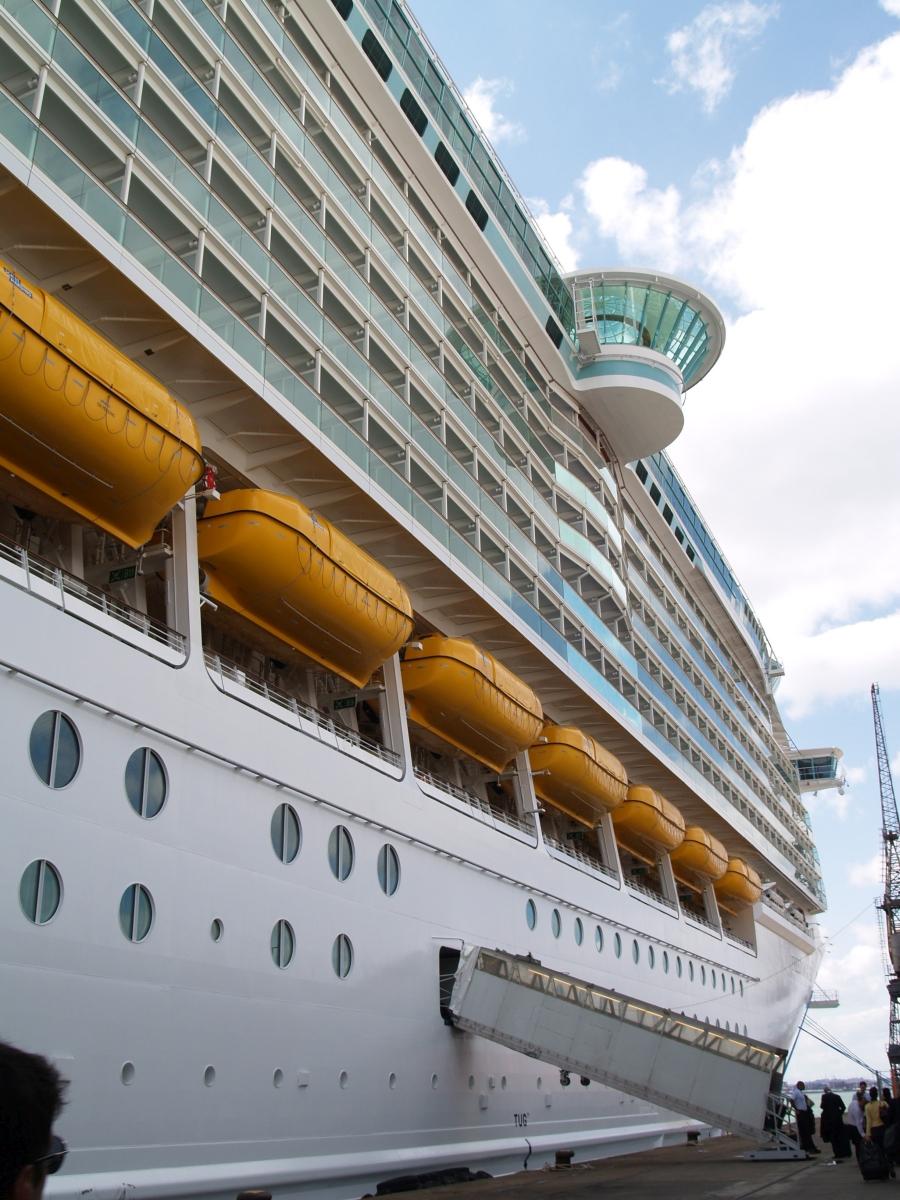Το μεγαλύτερο κρουαζιερόπλοιο, τότε, «Freedom of the Seas» στο λιμάνι του Σαουθάμπτον.