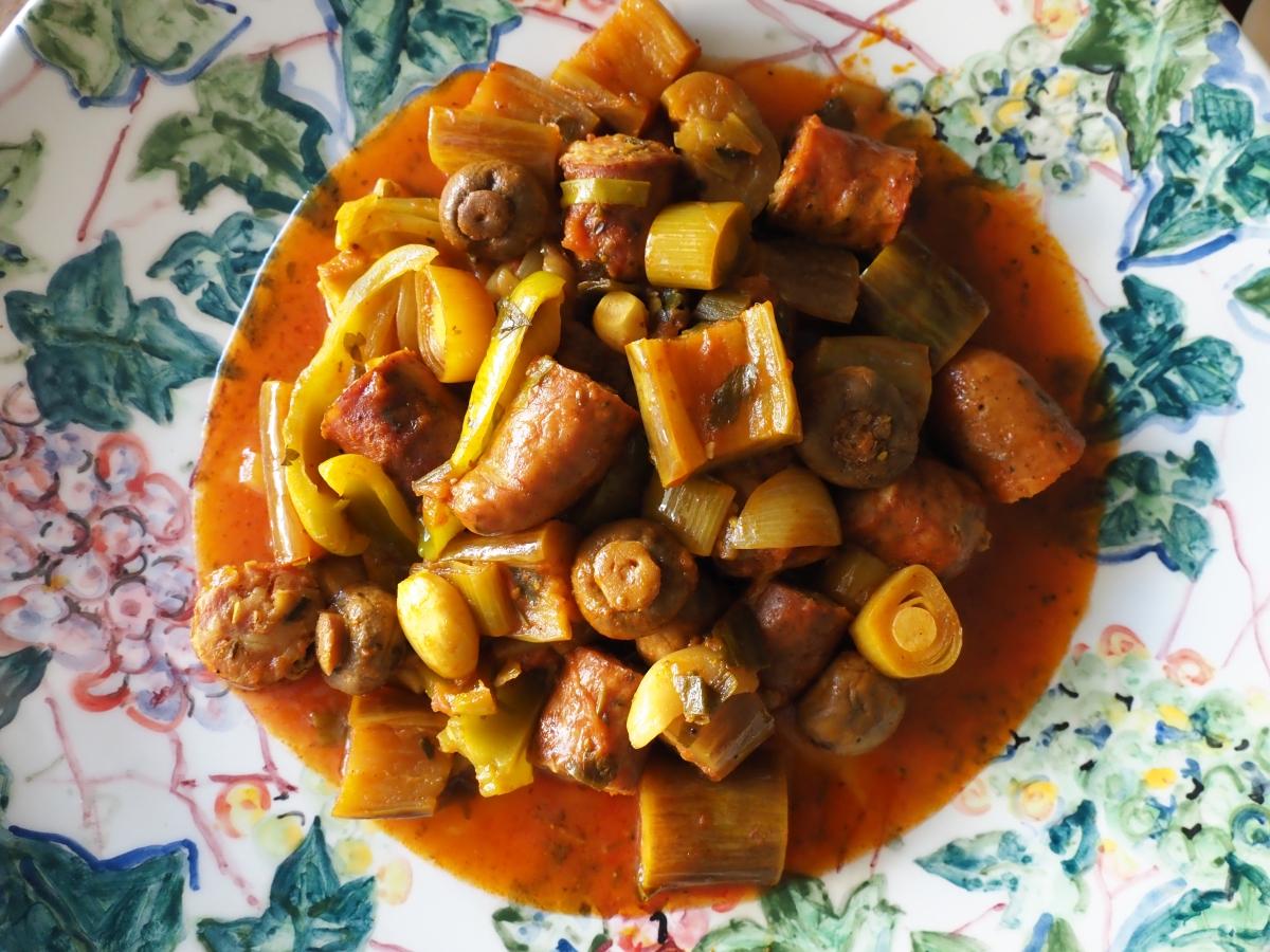 Σπετσοφάι ιμάμ, φαγητό για τσίπουρο από κούμαρα.