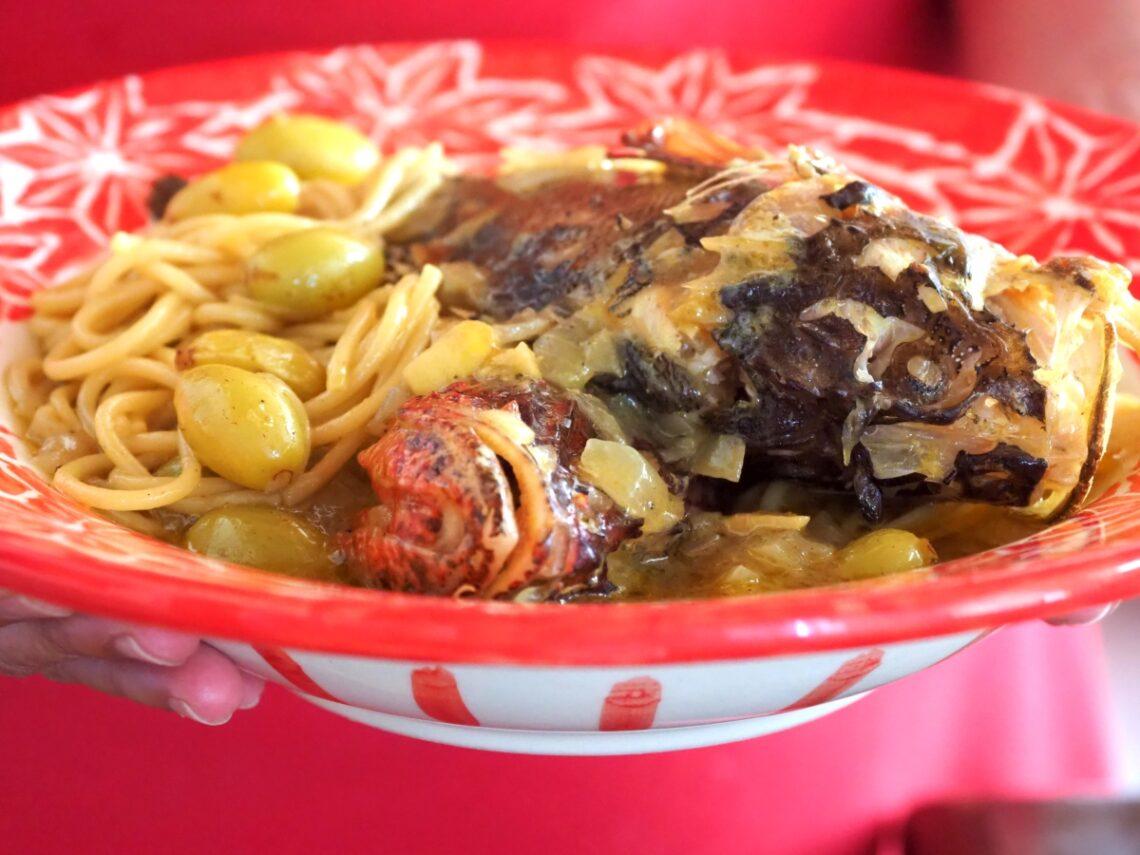 Σκορπίνες μακαρονάδα μαγειρεμένα σε χυμό σταφυλιών.